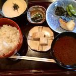 73761721 - 焼魚(鰆)、赤だし、だし巻き、麦ご飯、トロロ、漬物
