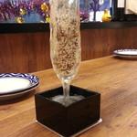 イタリアンバルパステル - こぼれ升スパークリングワイン1杯目のみ299円 お兄さん上手過ぎっ!