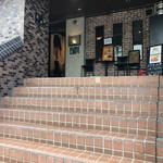 バー ミズ - この階段を上ると店です