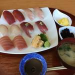 海鮮料理 みはる - ボリュームタップリの寿司です。 1500円の注文として間違いは有りません