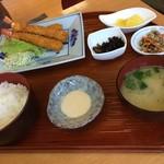 海鮮料理 みはる - 妻のエビフライ定食1200円です。