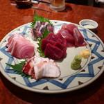 海鮮居酒屋 魚アツ - 地蛸、鰤、鰺、鰹、鰯鯨の盛合せ