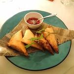 CAFE GITANE - エビとヘルシーチキンのブリワット(モロッコ風春巻)