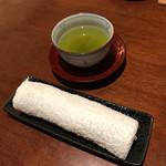 俺のうなぎ - 最初にお茶とおしぼりが提供されます