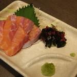 73784338 - 旬魚のお刺身(842円)
