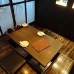 鉄板焼き居酒屋 鉄神 - 掘りごたつ半個室タイプの席