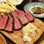 熟成肉バル Carne Rico Katete - US産AURORAアンガス牛ウチモモの炭火焼き