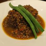 ミネバル - メイン:羊とレンズ豆の蒸し煮 インゲンと2