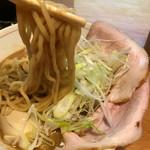 麺と人 - 中太麺リフト
