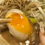 麺と人 - とろり煮卵
