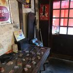 麺と人 - 店内