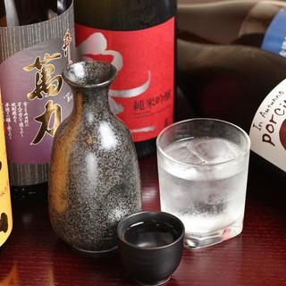 日本酒も銘柄豊富に揃えております