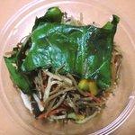 サラダカフェ - 細切りごぼうと蒸し鶏のサラダ