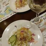 GINZA SCHEVENINGEN - ランチセットのミニサラダとグラスワイン