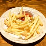 てけてけ - トマトソースでフライドポテト