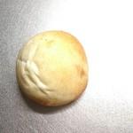 73791541 - クリームパン。