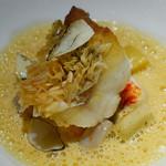 銀座 レカン - 甘鯛のうろこ焼 根菜とオマールブルーのエチュベ 海藻とほのかなヴァニラの香り 甲殻エッセンスのビスクソース