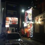 博多一幸舎 - 国体道路から見たお店