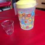 アッバシ - 水はセルフで。入れ物がかわいい。