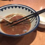 麺所 なんでやねん - スープは醤油味が強すぎてスープの出汁が分からない