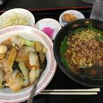皆楽苑 - ランチセット(台湾ラーメン、中華飯)¥680 ・台湾ラーメンは少し甘め?麺は自家製ぽい感じでした。