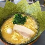 大和達磨家 - 料理写真:ラーメン醤油 並+海苔増し。¥700+¥70