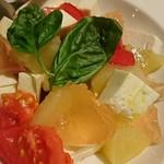 Gastro Sukegoro - 桃のカプレーゼ
