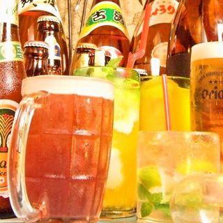 珍しい南国ビール、カクテルなど100種以上の品揃え!