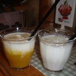 ケニーズハウスカフェ - 牛乳とマンゴーミルク