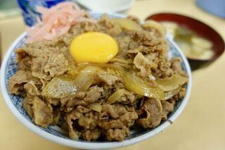 牛丼専門サンボ - 牛丼大盛 580円 + 玉子 60円 みそ汁 60円