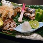 す吾六 - 秋刀魚のねぎ巻き焼き、エイヒレとイカの一夜干し
