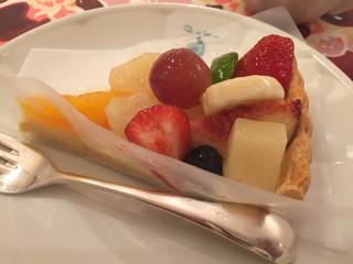 キル フェ ボン 福岡店 - 季節のフルーツタルト 718円