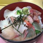 73818097 - 海鮮丼アップ(ご飯大盛)