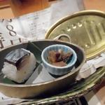 とろさば料理専門店 SABAR - お通しのサバの押寿司とサバのフレーク