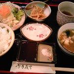 wafuukushiagezen - 小鉢、サラダ、ごはん、お味噌汁