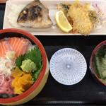 73822666 - 日替(サーモン、ネギトロ丼、あじフライ、天然タイ焼) ¥1,080