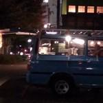 立ち食い塩ラーメン かん哲 - 青いバンの屋台です