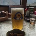 のんきや - ビールと窓の外の景色