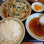 川平飯店 - ニラレバー定食 800円