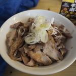 73823999 - 炙りチャーシュー丼(250円)