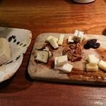 73826857 - チーズ盛合せ