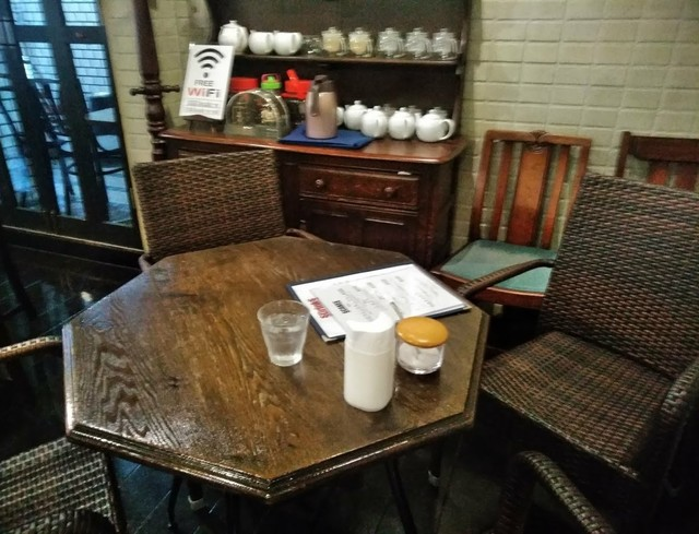 ル・カフェ・ドゥブルベ - [内観] 店内 テーブル席 ①