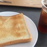 PITMANS - 食パン、ゆで卵、アイスティー500円