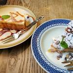 伊東屋珈琲 - 洋梨キャラメルのチーズケーキ、松の実リコッタチーズのケーキ