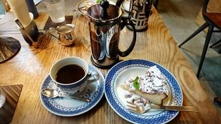 伊東屋珈琲 - モカブレンド、松の実リコッタチーズのケーキ