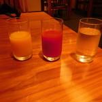 京料理 たん熊北店 Directed by M.Kurisu - 最初に提供された、オレンジジュース、トマトジュース、お水