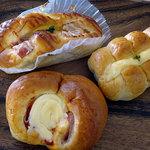 やない菓子舗 - ちくわパン155円 ポテサラベーコン155円 ハムロール130円