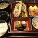 蔵の美食館 北八方 - 天ぷら弁当 880円