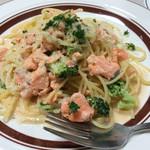 ピッツェリア チルコロ - 秋鮭とブロッコリーのクリームソース