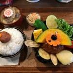 73840518 - 「TAKEUCHIの煮込みハンバーグカレー膳」850円